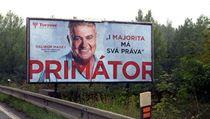 Bizarn� p�edvolebn� plak�ty. Pr�va majority a ulice bez bezdomovc�
