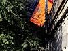 """Policie kvůli vyprošťovacím pracím uzavřela Rašínovo nábřeží. """"Policisté na místě odklánějí dopravu, u nehody jsou všechny složky záchranného systému,"""" sdělila policejní mluvčí Jana Rösslerová."""