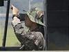 Jihokorejští vojáci střeží hranici s KLDR.