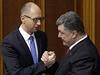 Ukrajinští lídři: premiér Arsenij Jaceňuk (vlevo) a prezident Petro Porošenko.