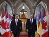 Ukrajinský prezident Petro Porošenko na oficiální návštěvě amerického kontinentu. Z Kanady míří do Spojených států. Na snímku s kanadským premiérem Stephenem Harperem (vpravo).