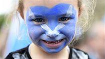Pomalovan� obli�eje, hol� zadky a kol��ky. Skotsk� referendum v obrazech