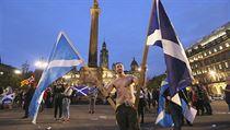 Za rozhoduj�c� pova�uj� experti hlasov�n� v Glasgow�, Edinburghu a Aberdeenu,...