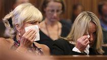 Matka zastřelené modelky u soudu.