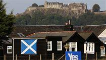 Ano pro nezávislost Skotska hlásá i plakát na dom� pod hradem Stirling, pod... | na serveru Lidovky.cz | aktu�ln� zpr�vy