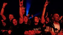 Spokojen� fanou�ci si u�ili nejv�t�� hity skupiny Kab�t.