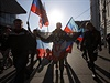 Sympatizanti Novoruska s vlajkami na pochodu v Moskv�. | na serveru Lidovky.cz | aktu�ln� zpr�vy