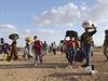 Kurdští uprchlíci na hranicích s Tureckem.