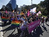 Pochod za pr�va homosexu�l� v srbsk�m B�lehradu.