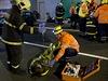 Srážku dvou osobních automobilů a havárii autobusu městské hromadné dopravy řešilo cvičení složek Integrovaného záchranného systému a orgánů krizového řízení Hlavního města Prahy, které se konalo 25. září v pražském tunelu Blanka.