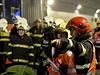 Při simulované nehodě dvou osobních aut začalo v tunelu hořet a u hořících aut havaroval autobus plný cestujících. Záchranáři při cvičení z vraků vyprostili pět vážně zraněných a jednoho mrtvého, dalších třicet lidí utrpělo lehká zranění.