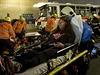 Vozidla byla plná zraněných a zkrvavených lidí, řidiče osobního auta museli záchranáři ze zdemolovaného auta vyprostit pomocí speciální techniky. Řidiči autobusu nebylo po čelním nárazu pomoci.