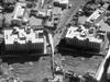 Před a po leteckých úderech: satelitní snímky budovy, v níž sídlí instituce Islámského státu.
