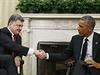 Stvrzení spojenectví. Ukrajinský prezident Petro Porošenko (vlevo) s šéfem Bílého domu Barackem Obamou.