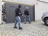 Rušno před vinohradskou vilou Ivo Rittiga. Opět dovnitř zamířili kriminalisté, tentokrát ve spojitosti s vyšetřováním kauzy Oleo Chemical.