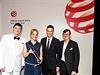 Cenu v německém Essenu převzali designérka Nina Friesleben a Sandro Erl, ředitel manufaktury Niessing, z rukou uznávaného profesora designu, iniciátora a generálního ředitele organizace Red Dot Prof. Dr. Petera Zeca.