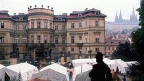 V zá�í 1989 �ekaly na n�meckém velvyslanectví v Praze ve svízelných podmínkách... | na serveru Lidovky.cz | aktu�ln� zpr�vy