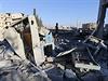 USA a spojenci bombardují pozice Islámského státu v syrském městě Rakka.