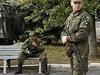 Ruský vojenský pozorovatel na ukrajinské vojenské základně v Soledaru (Doněcká oblast). Vpravo v popředí jeho ukrajinský protějšek (ilustrační snímek).