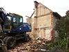 V pond�lí ve�er se stavební forma bez povolení pustila do demolice vily v... | na serveru Lidovky.cz | aktu�ln� zpr�vy