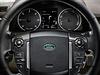 Místo řidiče je u Land Roveru Discovery 4  přehledné a funkční