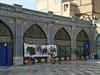 Její impozantní trosky leží asi 50 km od Shirazu. Pohádkovou nádheru persepolských rezidencí dokládá například řecký spisovatel Plutarchos