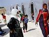 Prozatimní uprchlický tábor na hranicích Turecka a Sýrie. Syrští Kurdové sem prchají před Islámským státem.