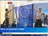 Tiskovou konferenci kabinetu narušila 8. října dvojice mužů, kteří protestovali proti postoji české vlády a premiéra Bohuslava Sobotky (ČSSD) vůči Ukrajině. Dvojice svlečená do půl těla ministerského předsedu vyzvala, aby bránil svobodu a nepomáhal ruskému prezidentovi Vladimiru Putinovi.