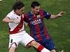 Raul Baena (vlevo) vs. Lionel Messi.