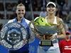 Vítězka a poražená. Petra Kvitová (vlevo) a Maria Šarapovová.
