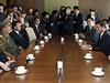 Tříčlenná delegace severokorejských představitelů z nejužšího vládního okruhu v sobotu překvapivě přicestovala do Jižní Koreje. Zástupci Pchjongjangu se sešli s vysoce postavenými jihokorejskými činiteli