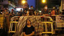 Unavení demonstranti hlídají barikády | na serveru Lidovky.cz | aktu�ln� zpr�vy
