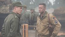 �elezn� srdce -  Brad Pitt (vpravo) jako ser�ant Wardaddy.