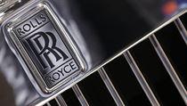 Výrobce automobilů Rolls Royce.
