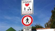 Podivn� zna�ka pro cyklisty v Praze na Kamp�