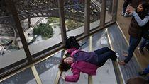 Eiffelova v� dostala k v�ro�� prosklen� vyhl�dky