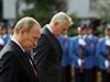 Prezidenti Ruska a Srbska vzdávají hold hrdinům první světové války u památníků v Bělehradu.