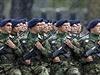 Srb�t� voj�ci pochoduj� v B�lehradu b�hem p�ehl�dky na po�est osvobozen� m�sta Rudou arm�dou p�ed 70ti lety.