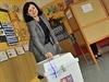 Sv�j hlas v komun�ln�ch volb�ch do urny vhodila i budouc� komisa�ka V�ra Jourov�.