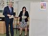 Prezident Miloš Zeman a jeho manželka Ivana odevzdali své hlasy v druhém kole senátních voleb 17. října v Praze-Lužinách.