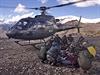V Nepálu se nedaří kontaktovat 54 Čechů, pro další poletí vrtulník
