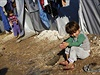 Uprchlíci z města Kobani, o které spolu bojují Kurdové a Islámský stát.