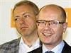 Milan Chovanec a Bohuslav Sobotka na tiskovém konferenci ČSSD k senátním volbám 2014.