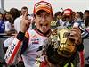 Španělský jezdec Marc Marquez slaví titul mistra světa.