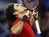 Roger Federer slaví vítězství ve finále Masters v Šanghaji.