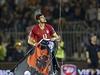 Srbský fotbalista Stefan Mitrovič sebral z dronu vlajku Velké Albánie.