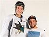 Vavřinec Hradilek (vpravo) se při své cestě po USA zastavil i u hokejisty...
