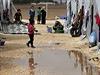 Útočiště pro kudské běžence. Uprchlický tábor v tureckém Surucu, nedaleko hranic se Sýrií.