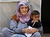 Statisíce lidí, stejný osud. Teror Islámského státu vyhání z domovů lidi různého věku, pohlaví i vyznání. Obětí džihádistů se může stát prakticky každý. Na snímku Kurdové z města Kobani, o jehož dobytí usilují nelítostní islamisté již několik týdnů.