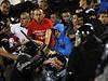 Pořádková policie zasahuje proti srbským fanouškům.